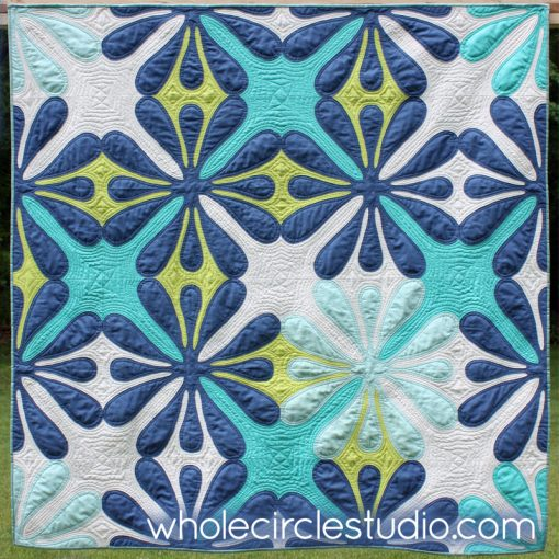 Big Island Blossom by Sheri Cifaldi-Morrill | Whole Circle Studio. A modern, Hawaiian-inspired quilt.