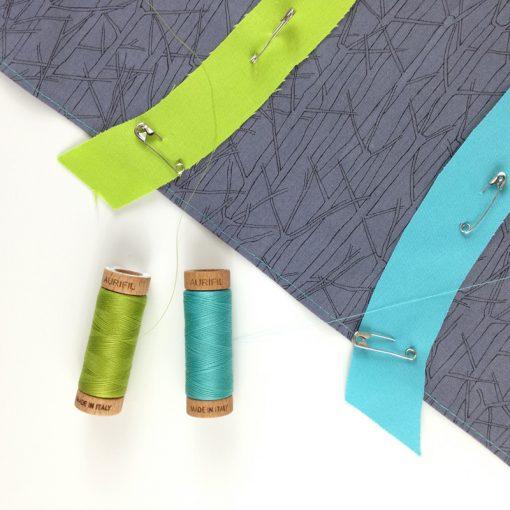 Needle-turn applique mini Double Friendship Knot quilts with 80wt Aurifil