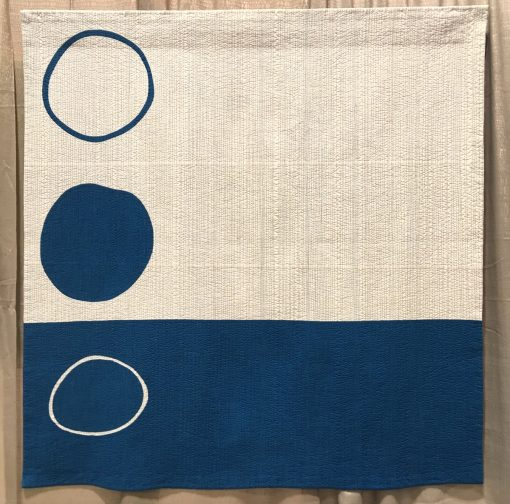 "Modern quilt featured at QuiltCon 2019 — ""Idea"" by Leanne Chahley @shecanquilt Statement: ""One day I woke up with the inspiration to make idea. She is a minimalist quilt about how ideas float to the top of one's mind, from a sea of ideas, daily thoughts, experiences, interactions. I experience only a few creative ideas when compared to the many regular thoughts, work thoughts, parenting thoughts, and all the other thoughts that get us through every day, which also bubble up from the sea of thoughts at the centre of our being."""