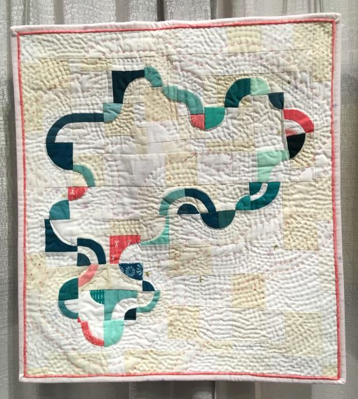 "Modern quilt featured at QuiltCon 2019 — ""Amoeba"" by Heather Shields @heathersaysew Statement: ""Each of the arcs were cut freehand and then hand appliquéd onto 2.5"" squares, a technique I learned from Nydia Kehnle. I then improv-pieced the squares together in my own design to create a continuous loop which required partial seams in some areas. The pice is hand quilted using 12wt thread and pearl cotton."" Source: Nydia Kehnle workshop"
