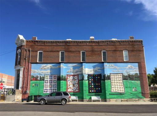 Quilt mural in Hamilton, Missouri